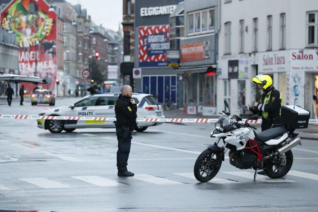 nørrebro, nørrebrogade, den røde plads, nørrebro station, politi, skyderi, vidner, skud, skyderi, afspærring, spærring,