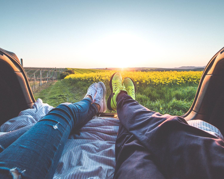par, afslapning, hygge, skovtur, kærlighed, parforhold, kærester, forelskelse, tinder