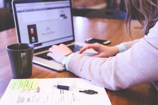 computer, eksamen, eksamensopgave, fokus, produktivitet, online, arbejde, kurser, online kurser, gratis, jobsøgning, forbedring