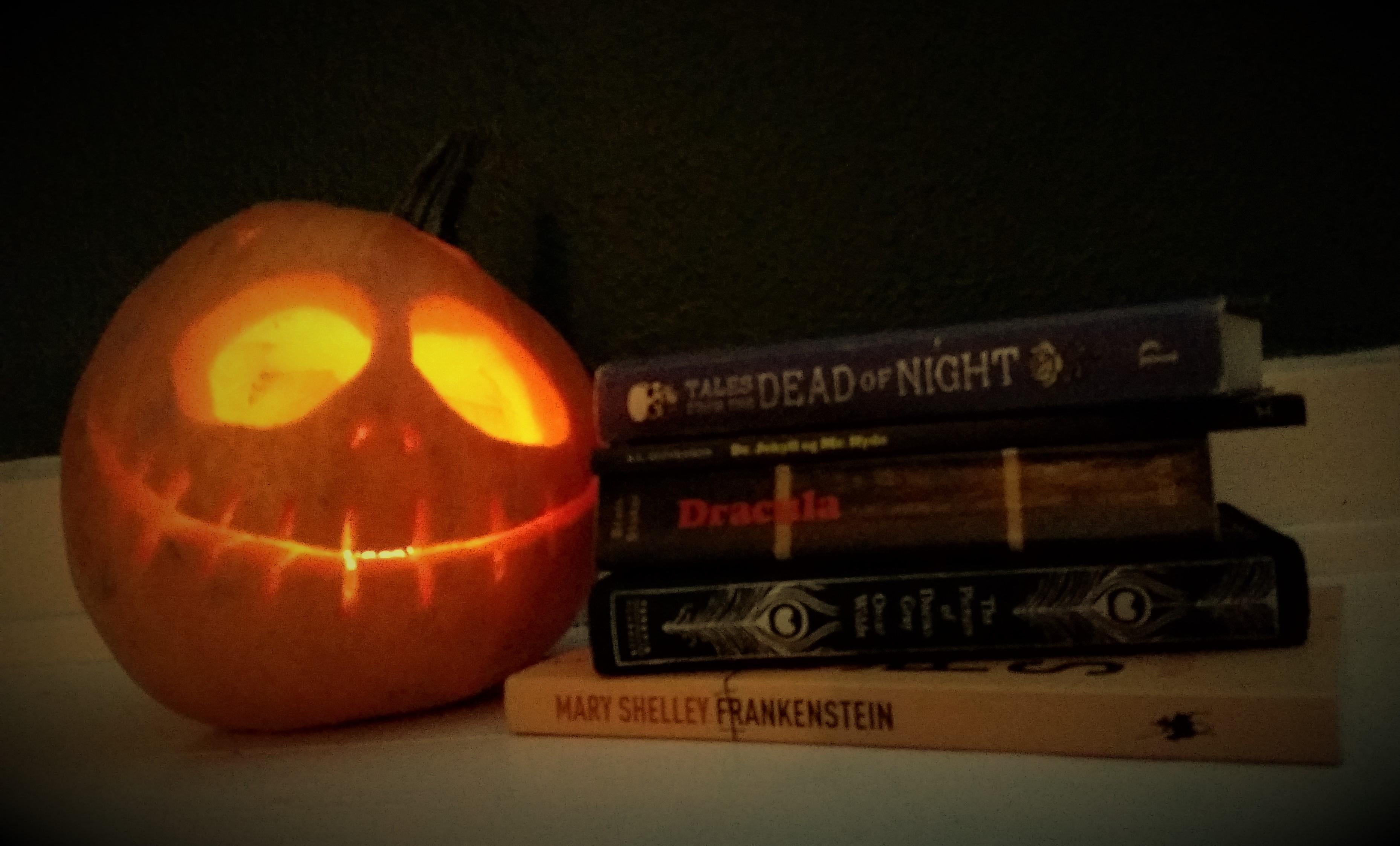halloweenbøger. Der er masser af fantastiske gotiske forfattere at vælge i mellem (Foto: Privat)