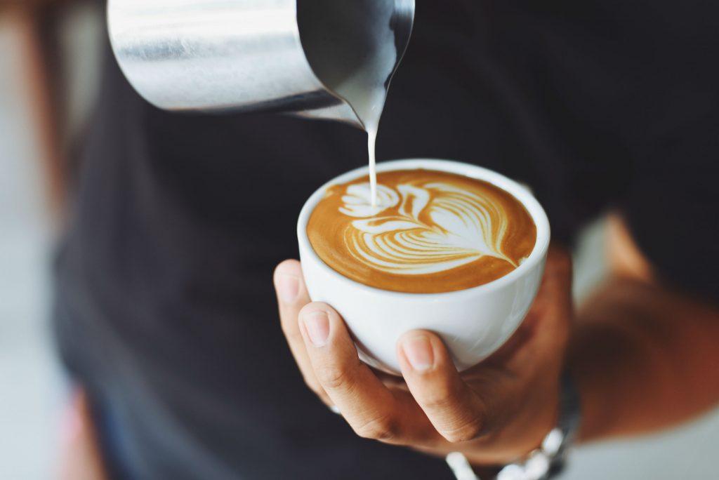 havredrik, havremælk, mælk, naturlig, forbehandlet, produceret, kaffe, sociale medier, instagram, trend, landbrug og fødevarer, forbrugersociolog, nina preus, mad, sundhed, danmark, trends, kaffe, latte, hashtag, oat milk,