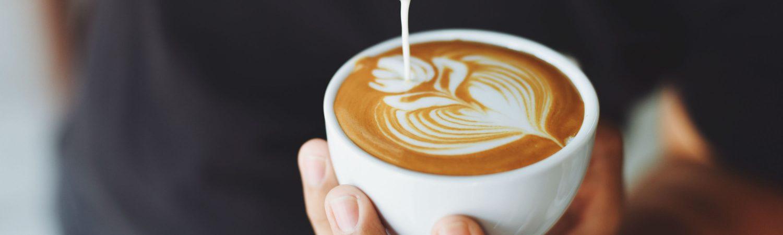 havredrik, havremælk, mælk, naturlig, forbehandlet, produceret, kaffe, sociale medier, instagram, trend, landbrug og fødevarer, forbrugersociolog, nina preus, mad, sundhed, danmark, trends, kaffe, latte, hashtag, oat milk, havremælk, havredrik, mælk, næringstoffer, næring, komælk, protein, kulhydrat, mineraler, vitaminer, sundhed, kost, kroppen, mad, diæt, laktoseintolerant, mælkeallergiker, mælkeerstatning, mælkealternativ, altomkostdk, fødevarestyrelsen, miljø- og fødevareministeriet, råd, vejledning, sojadrik, risdrik, havredrik, havremælk