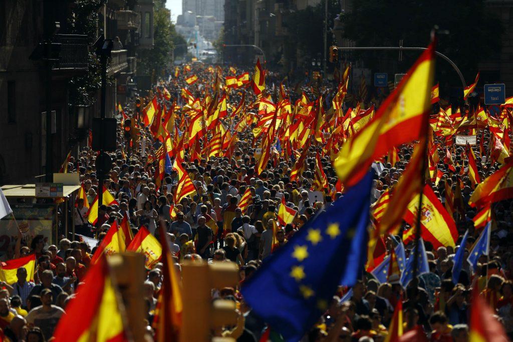 puigdemont, rajoy, regioner, historie, castillien, eu, demonstrationer, protest, valg, folkeafstemning, løsrivelse, franco, økonomi, bnp, penge, finanskrise, politivold, ulovligt, lovgivning, forfatning, spanien, catalonien, løsrivelse, selvstændighed, catalanere, spaniere, barcelona, madrid, centralregering, lokalregering, selvstyre, politik, indland, udland,
