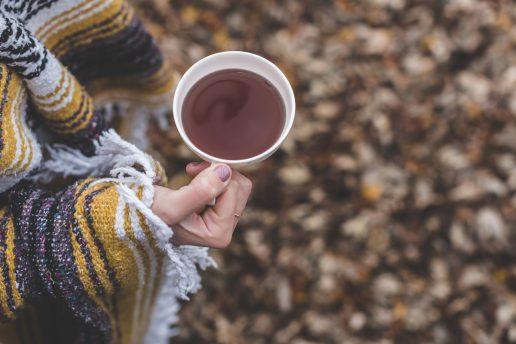 te, efterår, blade, visne blade, poncho, koldt, Detox-kure, detox-te og alle de andre detox-produkter, der markedsføres i sundhed og skønheds-branchen er alle sammen bullshit. (Foto: Pexels)