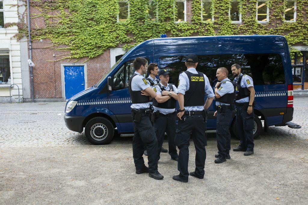 politi, bandekrig, ltf, loyal to familia, våben, våbenlager, bandemedlemmer, bandeleder, bande, kriminalitet, kriminel, politi