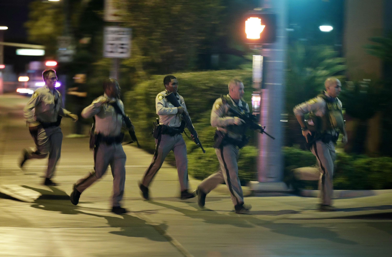 las vegas, mandalay bay, the strip, usa, skyderi, masseskyderi, hotel, drab, dræbte, sårede, politifolk, sherif, lokal, gerningsmand, død, stephen paddock, mistænkt,