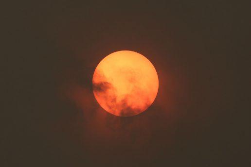 sol, rød sol, sod, sand, støv, partikler, lys, sahara, portugal, spanien, den ibiriske halvø, orkanen ophelia, ophelia, vind, storm, england, irland, storm, satellit, vindsystemer, ild, skovbrand, brand, lugt, ildebrand, ild