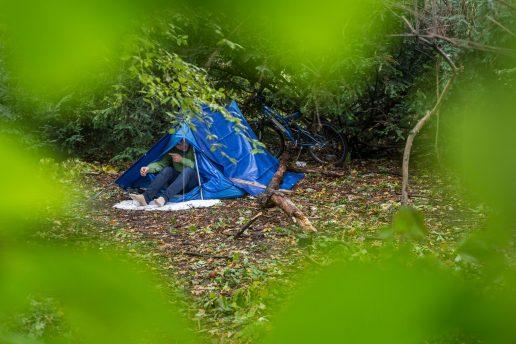 malcolm applegate, hjemløs, bortløbet, løb hjemmefra, skov, telt, emmaus greenwich, kone, beklagelser, arbejde,