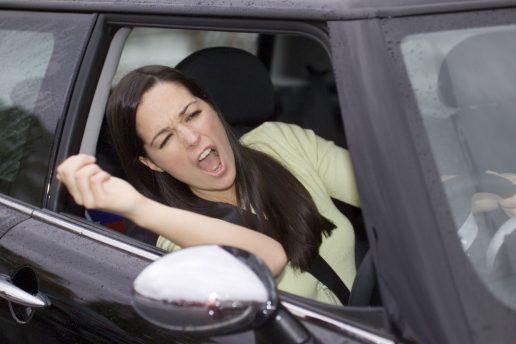road rage, vejvrede, vrede, trafik, trafikanter, travl, fodgænger, cyklist, bilist, skældud, konflikt, fuckfinger, vrede, sur, forskrækket, opførsel