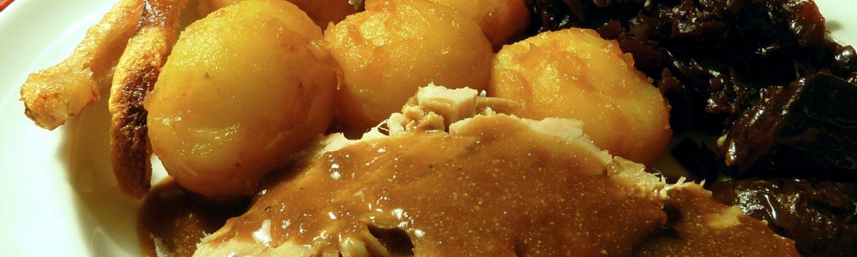 julemad, julemiddag, steg, rødkål, flæskesteg, brun sovs, kartofler
