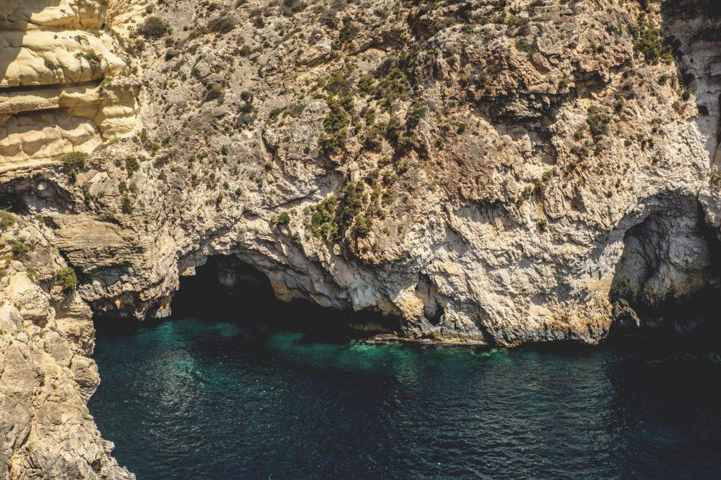 Der er smukt på Malta, men der er mange fly, der ikke letter til tiden, når du skal derfra igen. (Foto: Pexels)