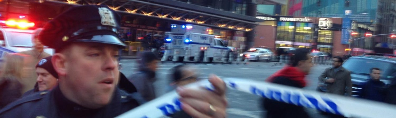 Politiet evakuerer efter en eksplosion på Man hattan i New York City. (Foto: /ritzau/)
