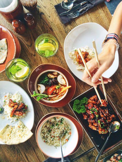 Hjemmelavet mad, middag, aftensmad, madplan, spiser med pinde, frokost. (Foto: Pexels)