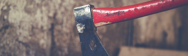 Det står dig frit for at gå ind at købe en økse. Det kræver ikke våbentilladelse. (Foto: Pexels)