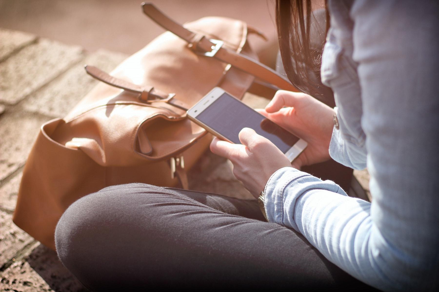 selvværd, selvtillid, mobilforbrug, mobil, afhængig, mobilafhængig, space, overvågning, telefoni, sociale medier, test, kvinder, liv, afhængighed