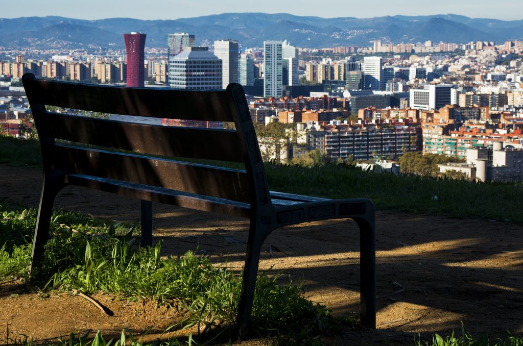 romantiske byer, romantiske feriedestinationer, kærestetur, Barcelona, En bænk, hvor I kan slå jer ned og kigge på udsigten, holde hinanden i hånden og tale om fremtiden – sammen. (Foto: Pexels)
