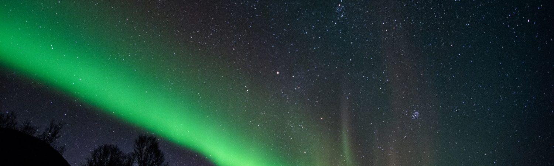 Nordlyset er en sjælden gang synligt i Danmark, men ellers skal du til lande som Island for at spotte det. (Foto: Pexels)