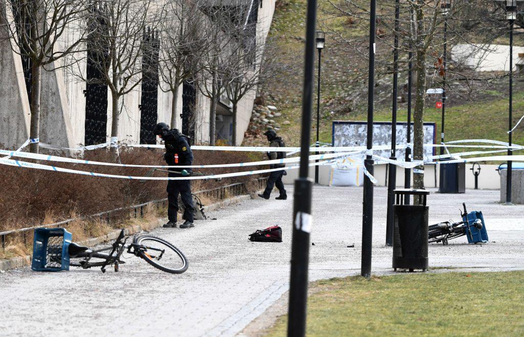 stockholm, eksplosion, død, såret, mand, kvinde, granat, politi, metrostation, vårby