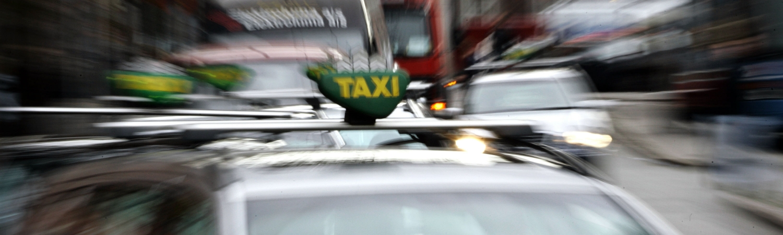 taxa, københavn, oslo, nytår, regning, fuld, beruset, taxakunde, taxachauffør, sverige, danmark, norge, politi, nytårsnat,