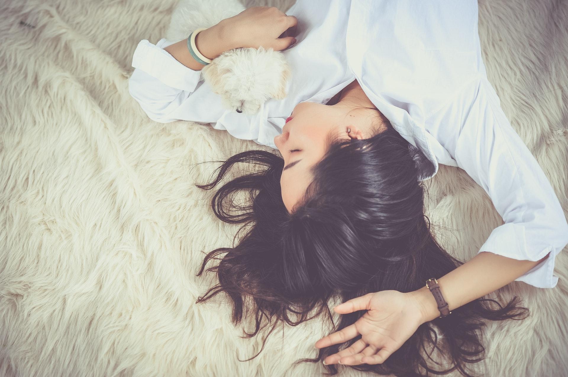 samfund, sygdom, Afbrudt søvn, søvn, livskvaliteten, dårlig søvn, nattisseri, unge, gamle, ældre, miljø, sov godt, guide, råd, danmark, dårlig, forskning, mental, livskvalitet, kroppen, Afbrudt søvn, søvn, sove, nattesøvn, ro, lys, mad, kaffe, celler, hormoner, regulering, stress, kortisol, sult, vægt, humør, hukommelse, indlæring, kroppen, sove, hverdag, skærme, travlhed,