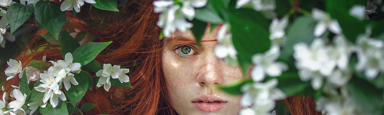 rødhåret kvinde blomster selvværd selvtillid dårlige vaner