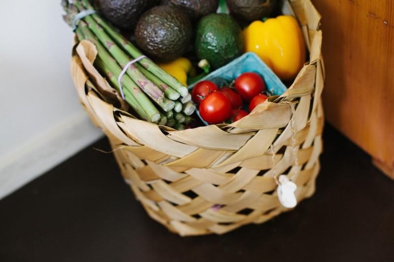 mad, madvarer, madkurv, mor, tomater, avocade, asparges, tomater