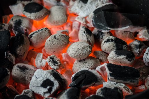 grill, gasgrill, engangsgrill, altan, regler, love, sikkerhed, brand, sommer, sol, mad, grillmad, grillkul, kul, tilladelse, lejlighed, urban living