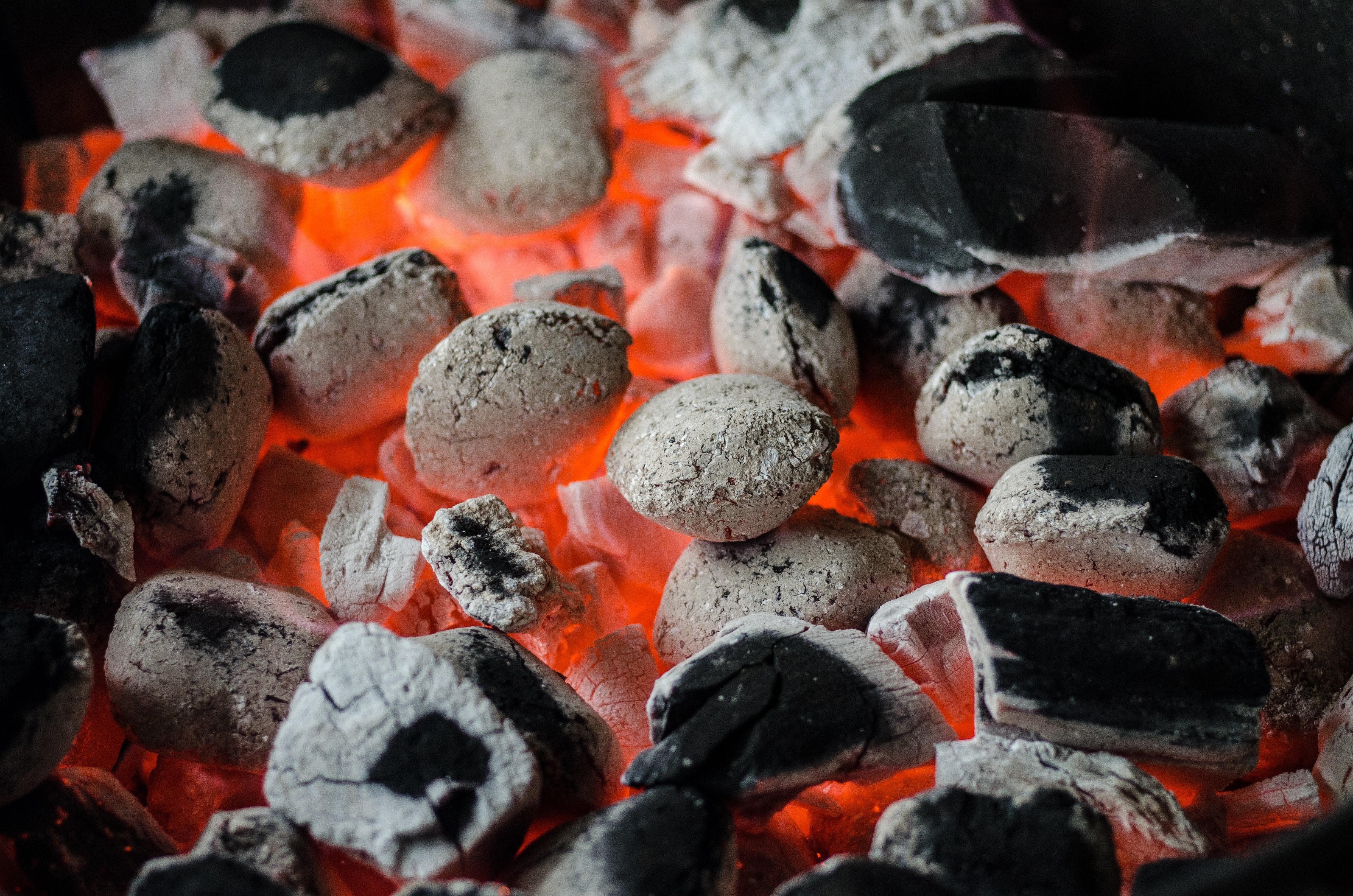 grill på altanen, grill, gasgrill, engangsgrill, altan, regler, love, sikkerhed, brand, sommer, sol, mad, grillmad, grillkul, kul, tilladelse, lejlighed, urban living