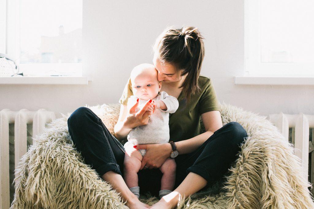 mor og datter (Foto: Pexels)