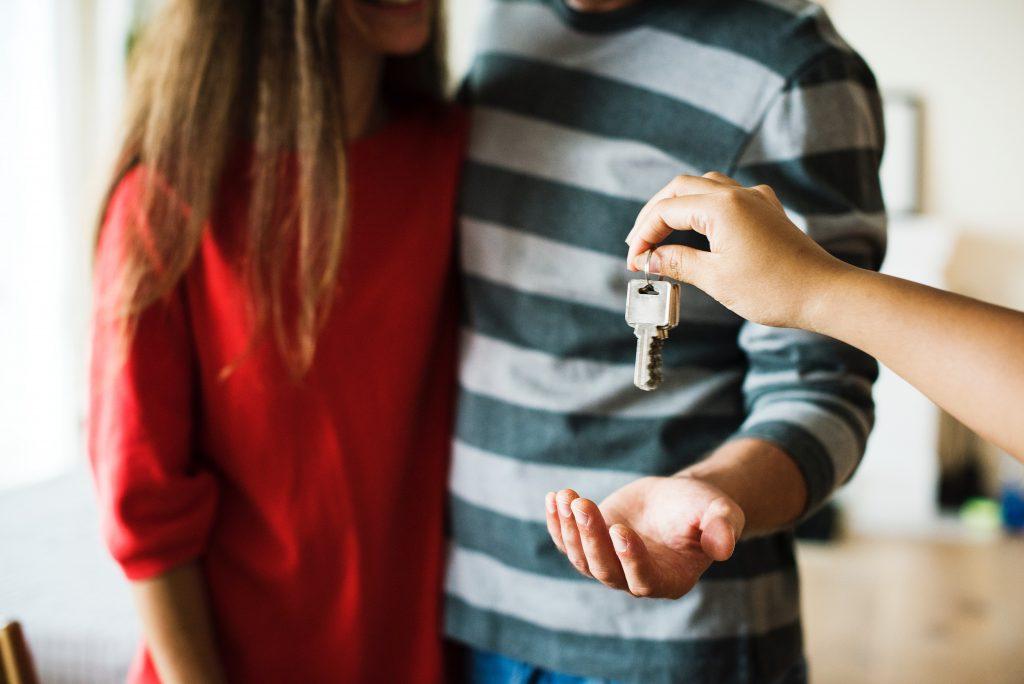 flytte par hjemmefra (Foto: Pexels)