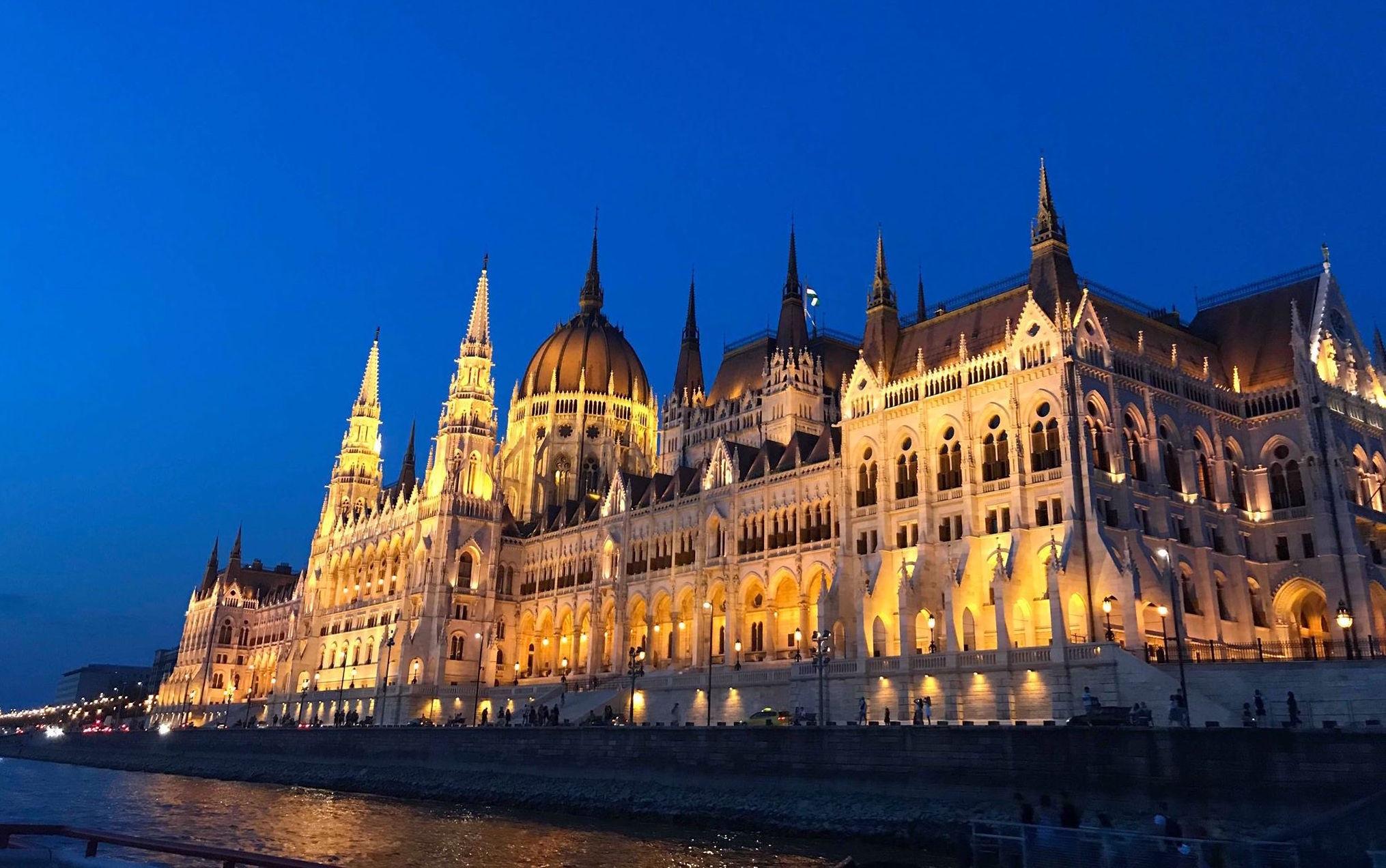 budapest, parlamentet, rejseguide, rejse, ferie, turist, oplevelser, ungarn, seværdigheder