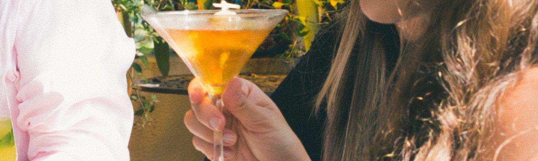 Drikker, børn, alkohol, rige forældre, forældre, drinks, cocktails, fest, drink