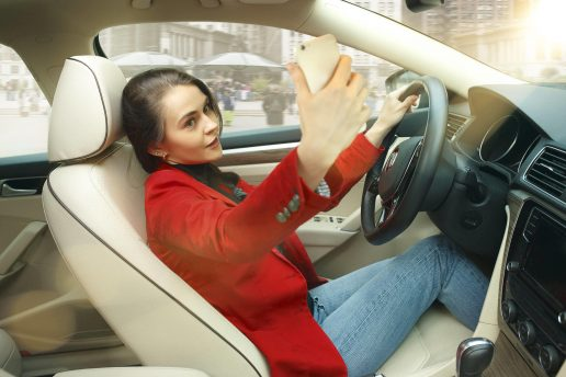 Selfies, bil, trafik, unge, kørsel, smartphone, telefon