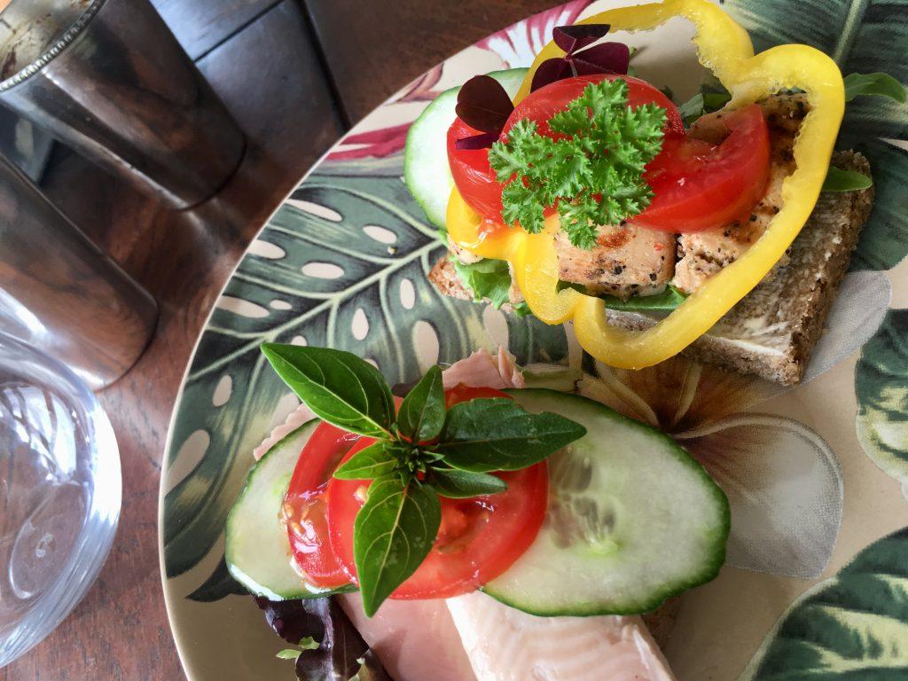 rugbrødsmadder forel sommerhus kylling frokost (Foto: MY DAILY SPACE)