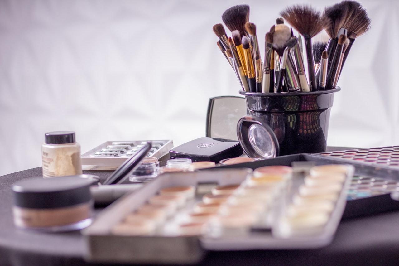 makeup, børster, pensler, skønhed, pleje, skønhedsprodukter, beauty, beautyprodukter, råd, salg, køb, organiser, overvej,
