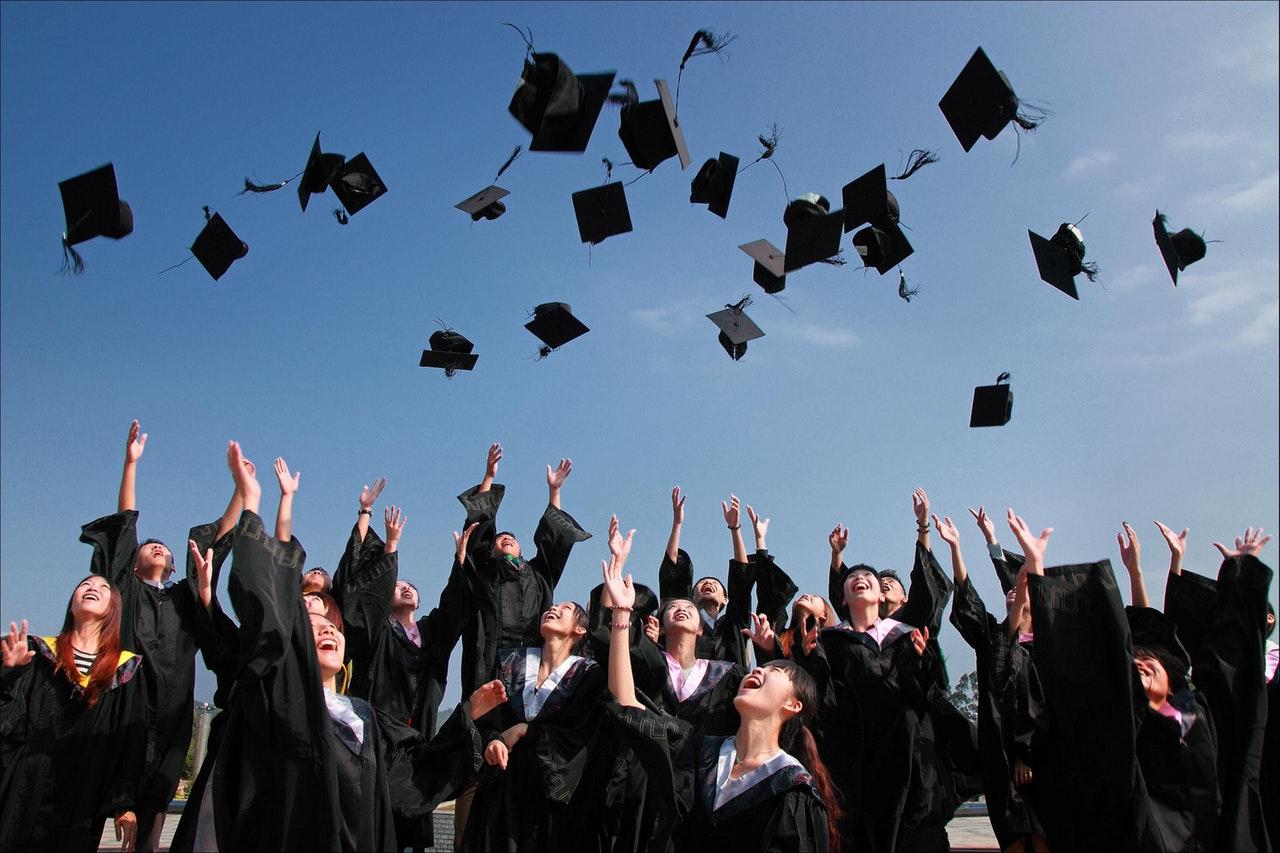 nyuddannet, angst, forventning, perfekthedskultur, krav, præstationsangst, præstation, uforløst, ukendt, studie, fremtid