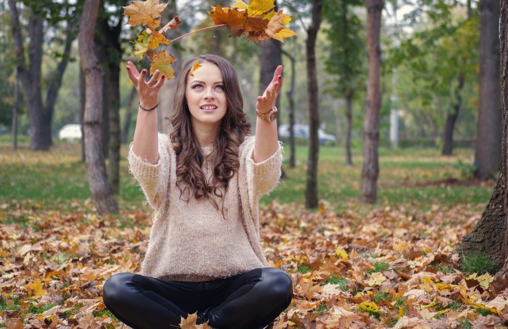 efterår skov blade pige (Pxhere)
