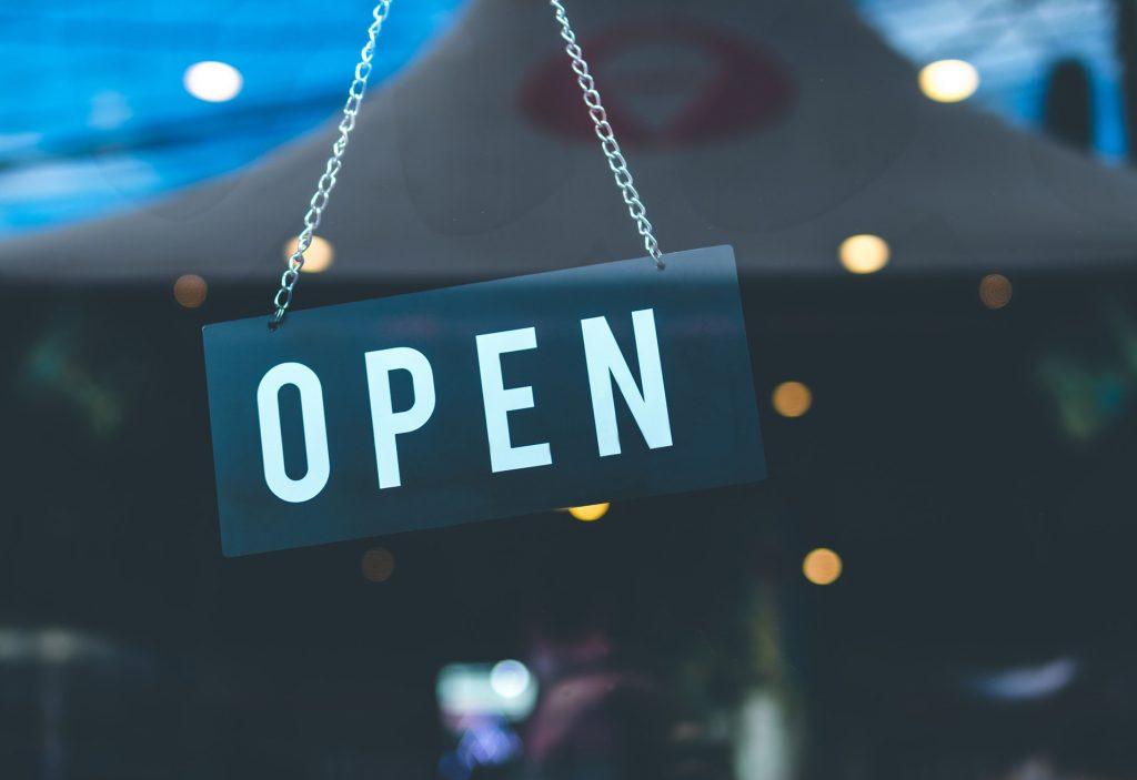 butiksarbejde, kunder, ansat, retail, bemærkninger, sarkasme, spørgsmål, ironi,