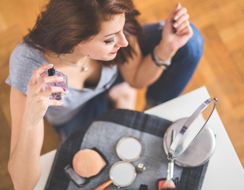 Parfume allergi sminke pige kvinde makeup