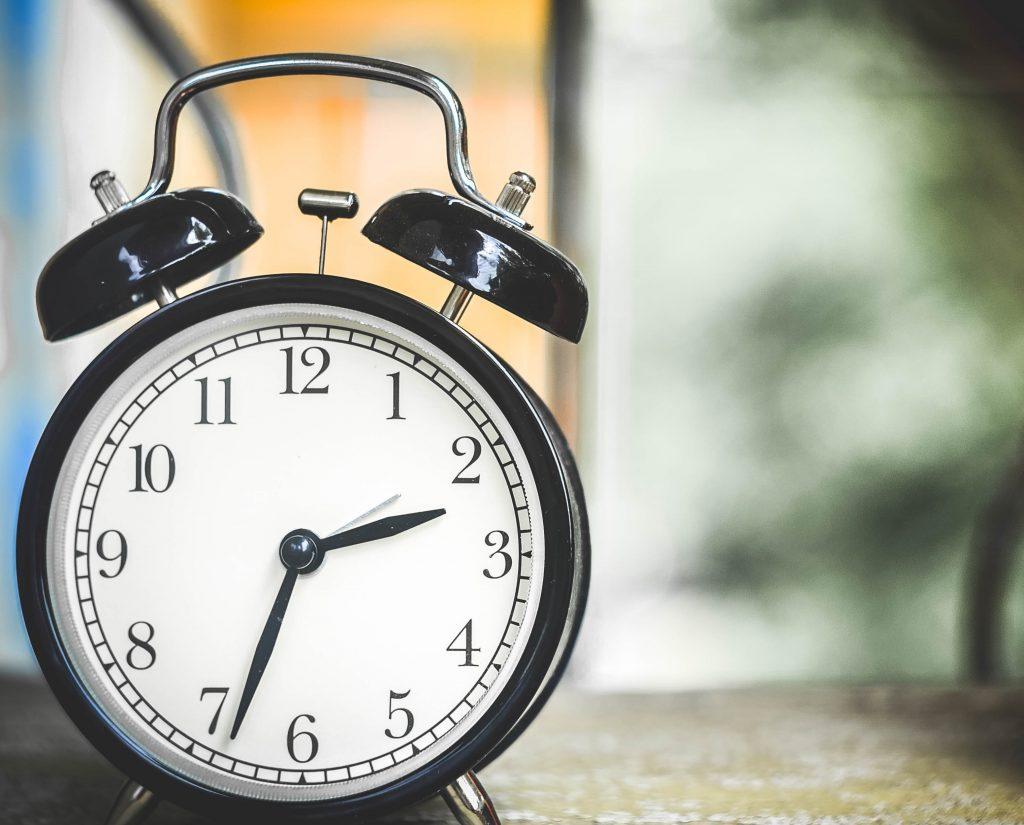 ur vækkeur stå op sove træt søvn (Foto: Pxhere)