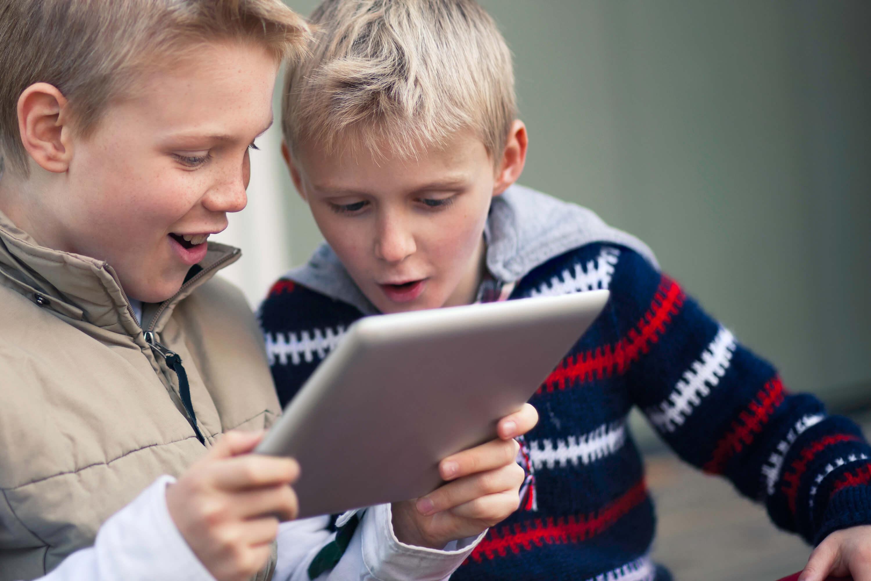 børn, online, internettet, tablet, ipad, nettet, sikkerhed