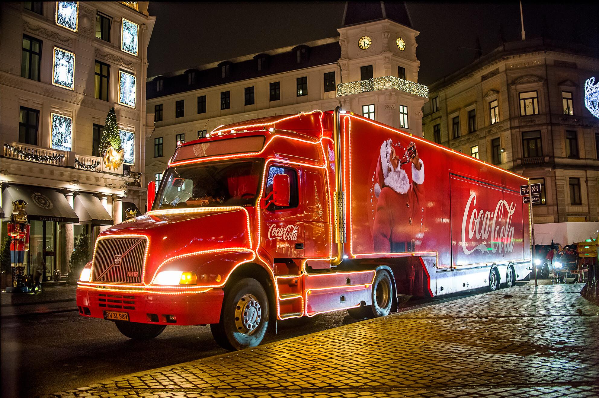 Nu ruller Coca-Cola julelastbilen igen
