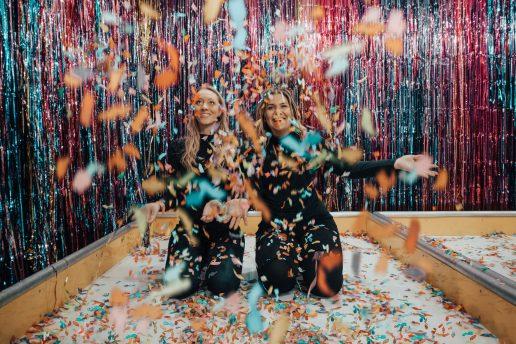 party veninder fest piger glade (Foto: Pexels)