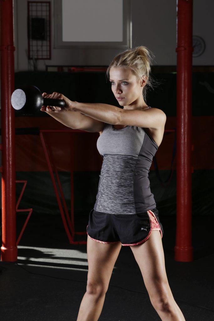 Fitness pige gym træning (Foto: Pexels)