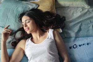 pige sove seng(Foto: Pexels)