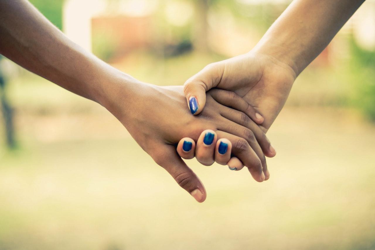 venskab, veninder, depression, hjælp, hverdag, forståelse, håndsrækning