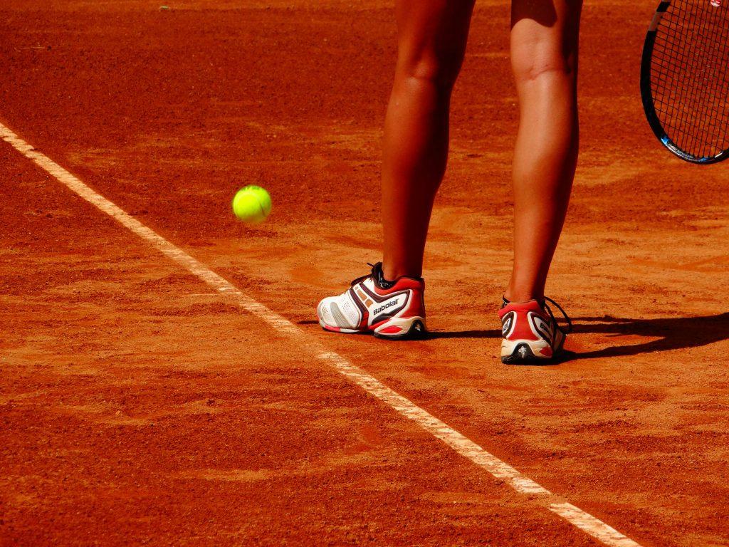 sport tennis tennisbold grusbane (Foto: Pxhere)