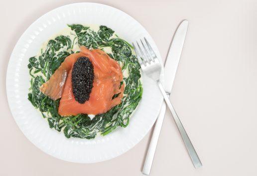 elskovsmad opskrift Laks med flødekysset spinat