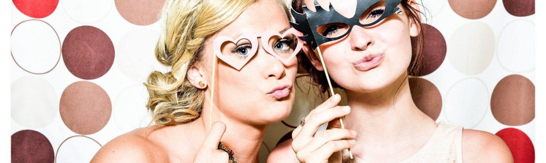 party maske piger fest (Foto: Pexels)
