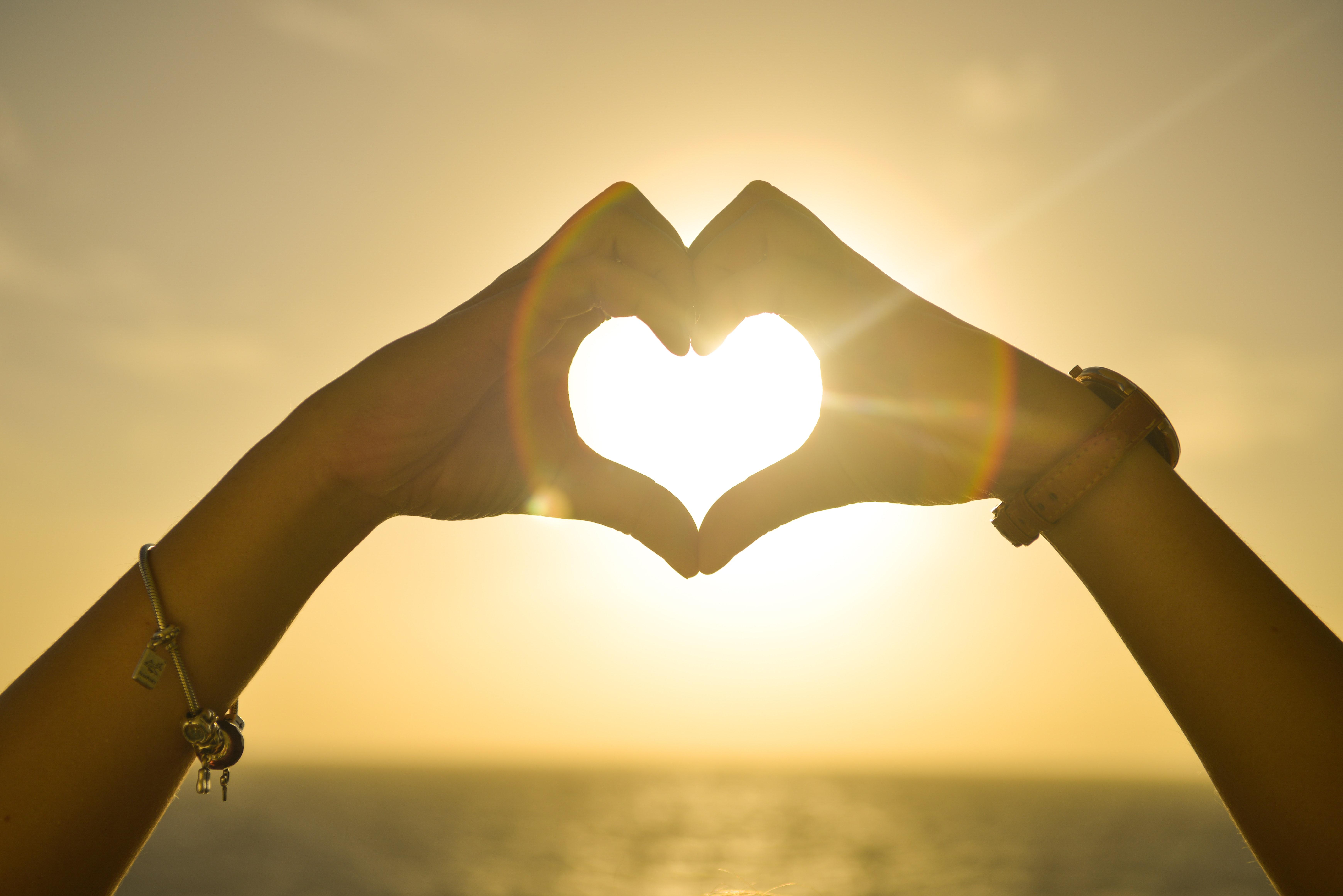 hjerte venner hænder (Foto: pexels)